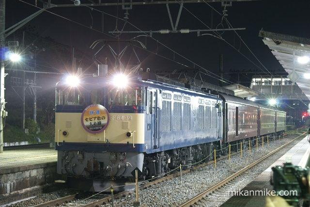 EF64-39+旧客3両 回送 明科駅